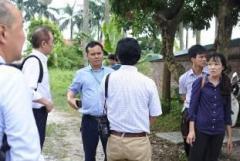 ベトナム国家農業大学畜産学部付属農場で畜産学部長のPham Kim Dang学部長代理による説明