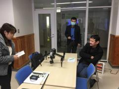 合同会議におけるドローンの説明(画面左から小田助手、Gerelbaatar准教授、Baatarbileg学部長)