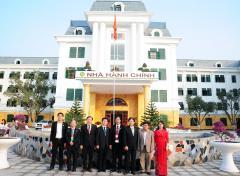 ベトナム国家農業大学本部での集合写真