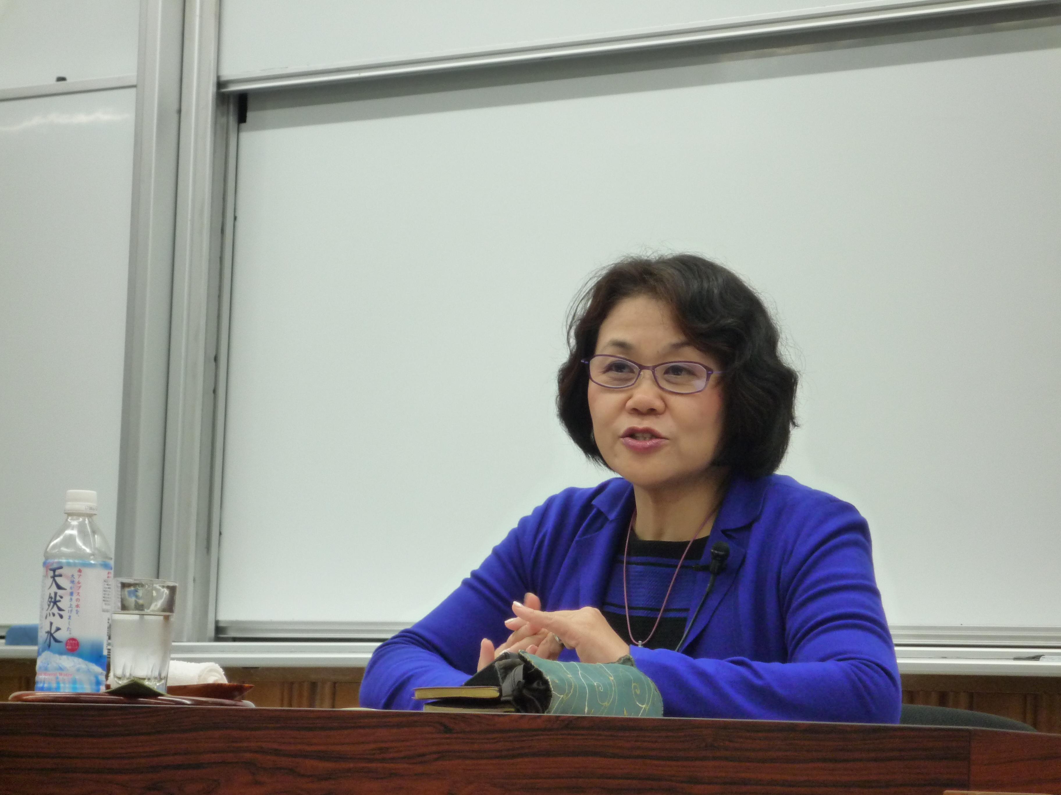http://www.shinshu-u.ac.jp/faculty/econlaw/topics/images/271214%E7%8F%BE%E6%B3%952_2%E5%8F%B3_%E4%BA%BA%E7%89%A9.JPG
