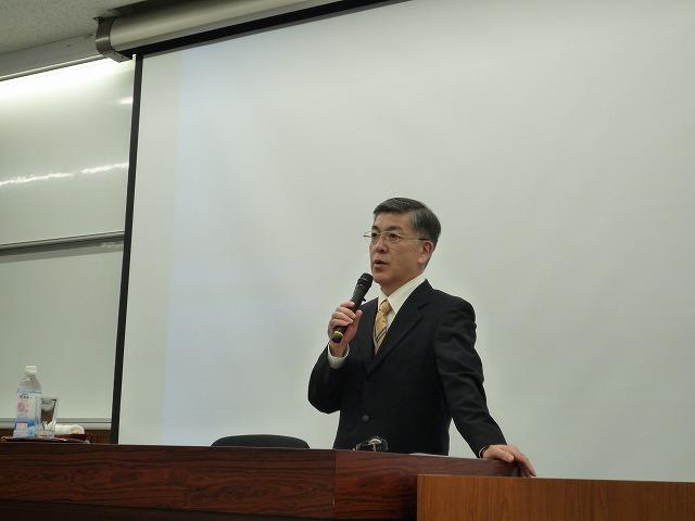 http://www.shinshu-u.ac.jp/faculty/econlaw/topics/images/s-271014%E7%8F%BE%E6%B3%952_2%E5%8F%B3_%E4%BA%BA%E7%89%A9.jpg