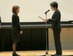 表彰式。右側は学会長の瀧原圭子先生(大阪大学保健センター長(兼)大阪大学大学院循環器内科学講座 教授)