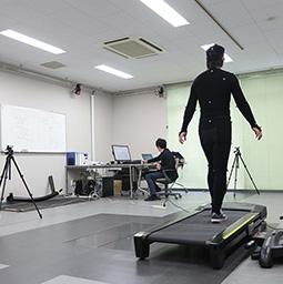 トレッドミルを用いた歩行解析実験