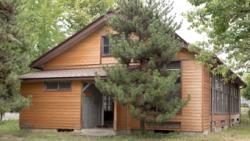 建築年代:昭和15年(1940年)    木造平屋建て  鉄板葺き