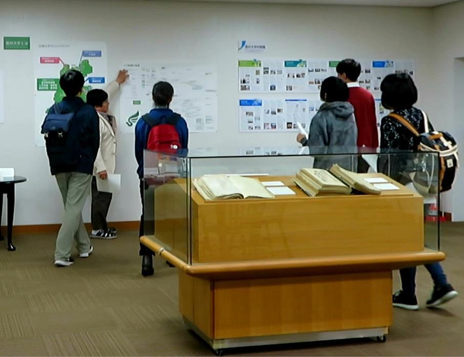 大学史資料センター第1回企画展ギャラリートーク