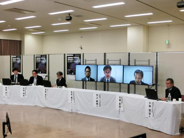 開会の挨拶をする信州大学長の濱田州博
